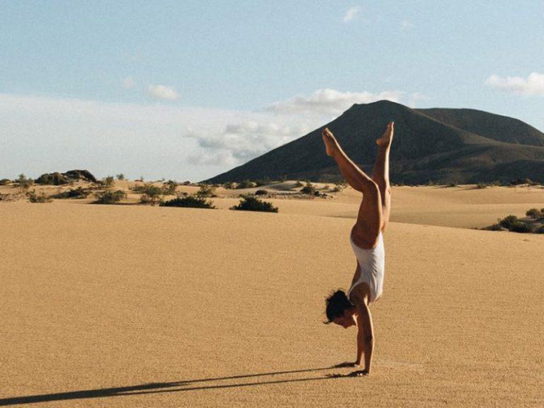 Playa de cofete handstand